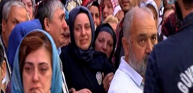 Şehit eşini üzerine giydiği polis üniformasıyla karşıladı