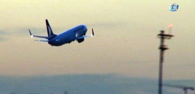 Uçak, inmeyen yolcular için yeniden havalandı
