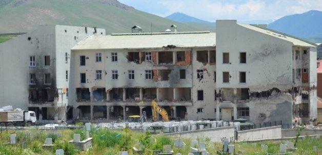 Yüksekova'da ilk yıkım başladı