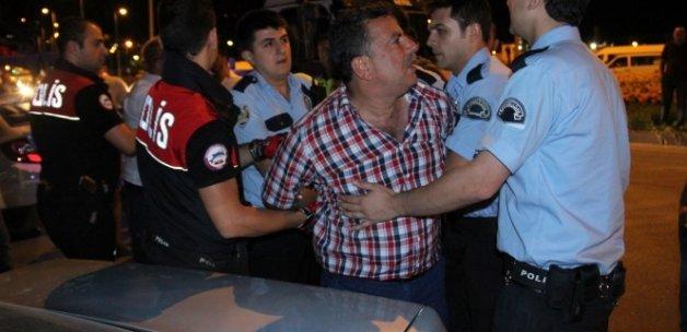 Alkollü sürücü ve 3 arkadaşı gazetecilere tekme tokat saldırdı