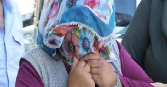 Anne, öz kızlarına fuhuş yaptırmaktan tutuklandı