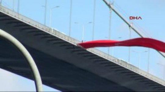 Boğaziçi Köprüsü'nde İntihar Girişimi!