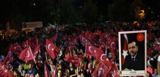 Diyarbakır'da Demokrasi Nöbeti Devam Ediyor!