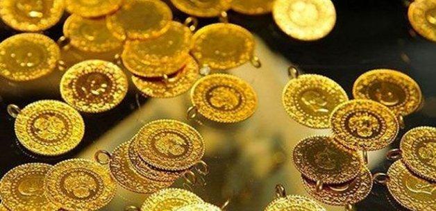 Düğünlerde altın yerine para takılıyor