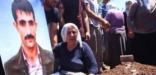 HDP'li vekiller terörist cenazesine katıldı