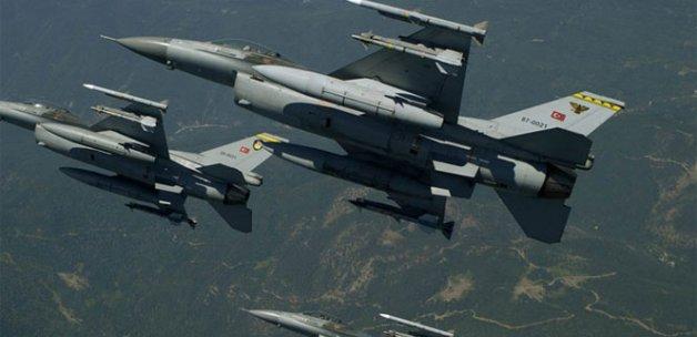 Savaş uçakları sınırda uçtu