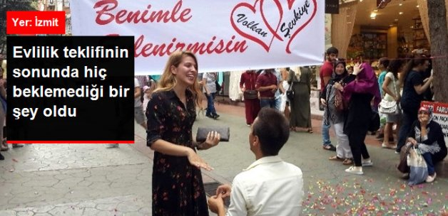Sokak Ortasında Konfetili Evlilik Teklifine Temizlik Cezası