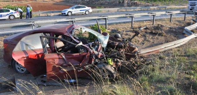 Suriyeliler trafik kazası geçirdi: 2 ölü, 4 yaralı