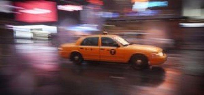Taksisinde unutulan 187 bin doları polise teslim etti