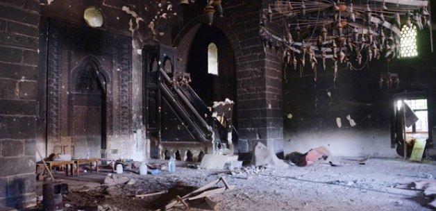 Teröristlerin yaktığı cami ve kilise restorasyona alındı