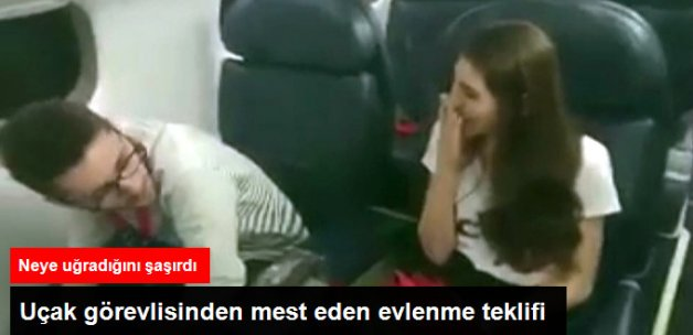 Uçakta Sevgilisinden Evlenme Teklifi Alan Genç Kız Neye Uğradığını Şaşırdı