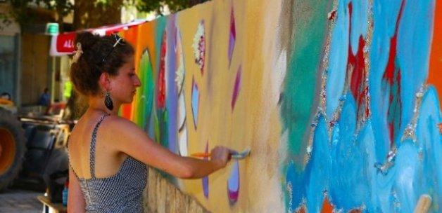 Ünye'de Merdiven ve Duvarlar Rengarenk