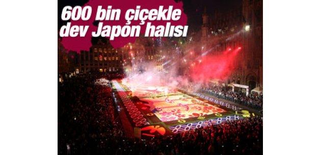 600 bin çiçekle Japon halısı oluşturdular