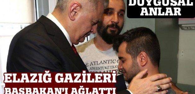 Başbakan Elazığ'da gazilerini ziyaret etti, gözyaşlarını tutamadı