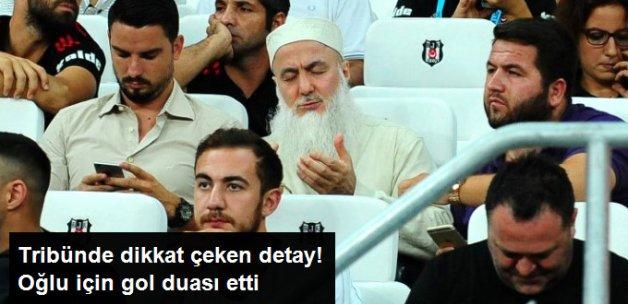 Beşiktaşlı Ömer Şişmanoğlu'nun Babası Oğlu için Dua Ederken Fotoğraflandı