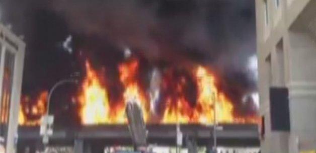 Yakıt taşıyan tanker patladı, alevler gökyüzüne ulaştı