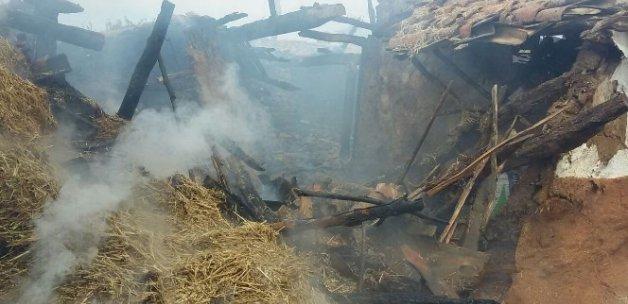 Yangın yaşlı çifti evsiz bıraktı
