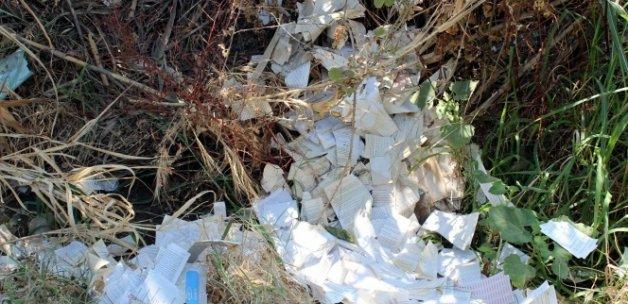 Yol kenarına atılmış Fethullah Gülen kitapları bulundu
