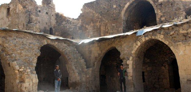 365 odalı Mor Kiryakus Manastırı restore edilmeyi bekliyor