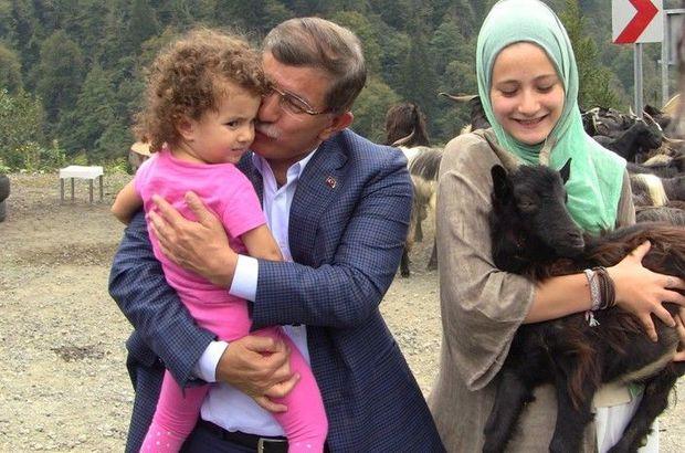 Ahmet Davutoğlu tatilini Artvin'de geçiriyor!