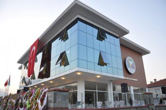 Başkan Çağlayan, ekskavatörle Bursa Balgöç binasını yıktı
