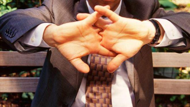Bilim İnsanları Sonunda Açıkladı: Parmak Kütletmek Zararlı mı Değil mi?