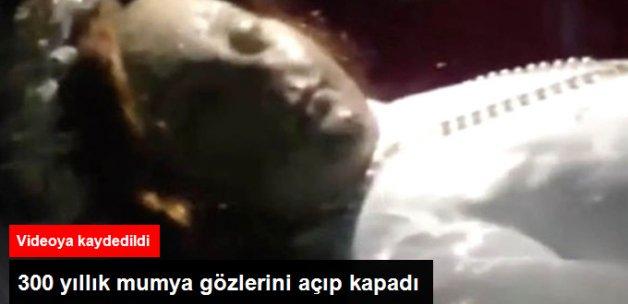 Cesedi Kilisede Sergilenen 300 Yıllık Azize Mumyası Gözlerini Açıp Kapadı
