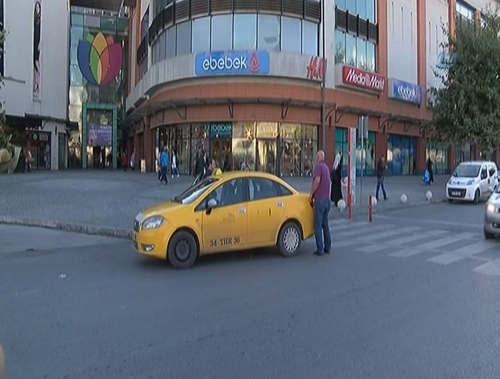 Flaş: İstanbul'da AVM'de hareketli dakikalar