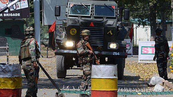 Keşmirde tabura yapılan saldırıda 17 Hindistan askeri öldü