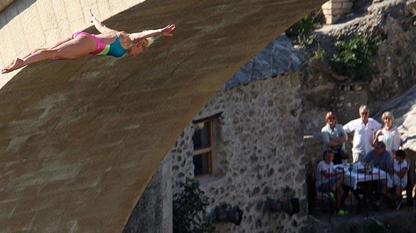 Mostar Köprüsü'nde düzenenen 'uçurum dalışı' büyüledi!