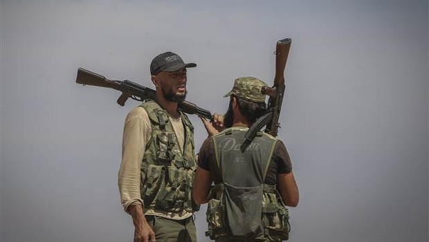 ÖSO, Cerablus'un Taşlıhöyük köyüne operasyon düzenledi