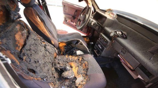 Otomobilin koltuğunda bırakılan cep telefonu yangın çıkardı