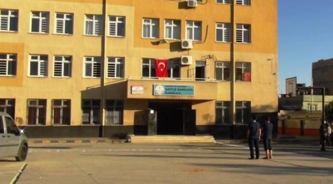 Pkk, Gaziantep'te bir okula molotof attı