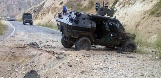 Şemdinli'de polis aracının geçişi sırasında patlama