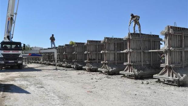 Sınırda duvar çalışmaları hızlandı