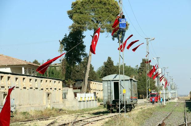 Suriye sınırı Türk bayraklarıyla donatıldı