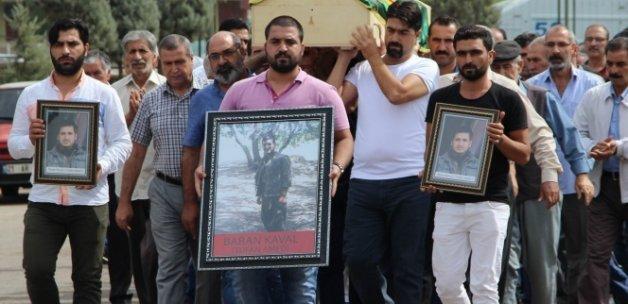 Terörist cenazesine katılan HDP'li vekillere şok!