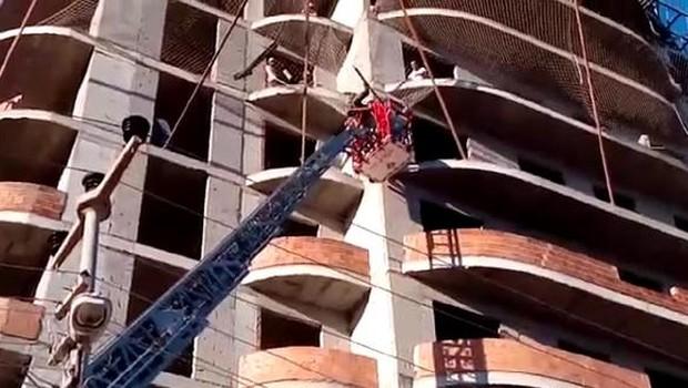 9'uncu kattan düşen işçiyi güvenlik filesi kurtardı
