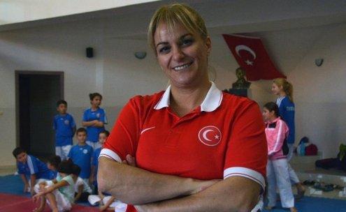 Avrupa'nın en iyi kadın tekvando antrenörü seçildi
