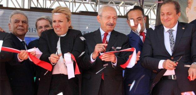 Kılıçdaroğlu, İzmir'de stat açtı
