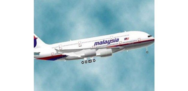 Malezya'da kaybolan uçağın kanadı bulundu