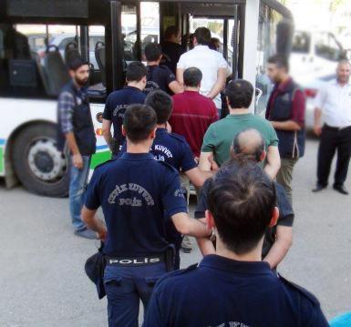 Şanlıurfa'da darbe girişimi operasyonunda gözaltına alınan sağlıkçılar adliyede