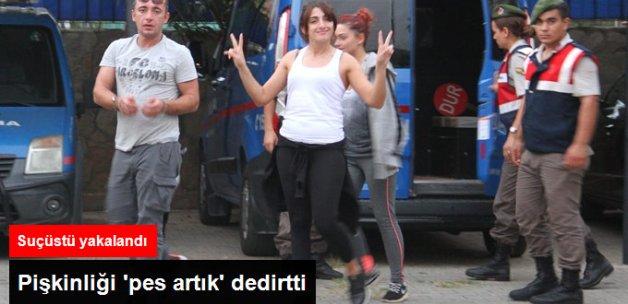 Suçüstü Yakalanan İnsan Taciri Kadının Pişkinliği! Zafer İşareti Yaptı