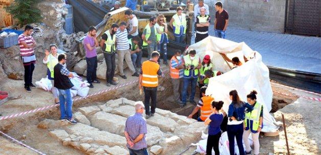 Temel kazısında 2 bin 400 yıllık oda mezar bulundu