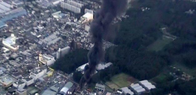 Tokyo'da trafo patladı, şehir karanlığa gömüldü