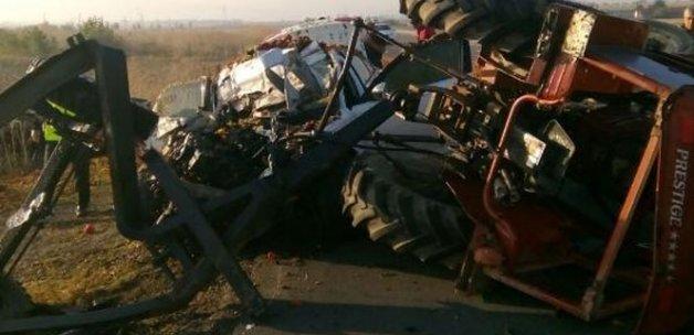 Traktör ile otomobil çarpıştı: 3 ölü, 3 yaralı