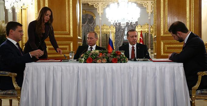Türkiye ile Rusya arasında imzalanan Türk Akımı anlaşması sosyal medyada gündem oldu