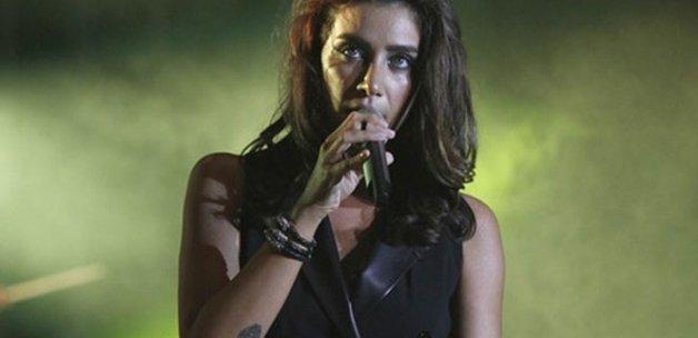 Ünlü şarkıcı Sıla: 'Samimiyetsiz ünlüleri kastettim'