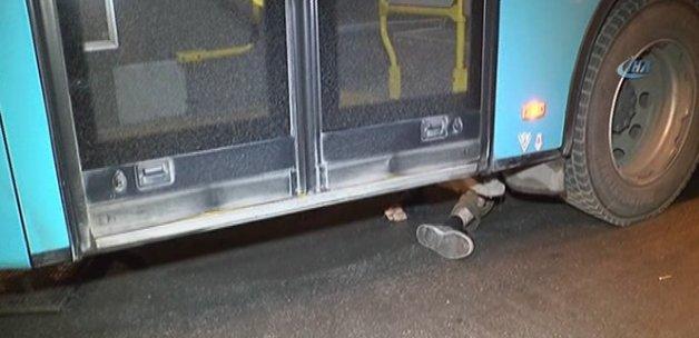 Çarptığı adamı metrelerce otobüsün altında sürükledi