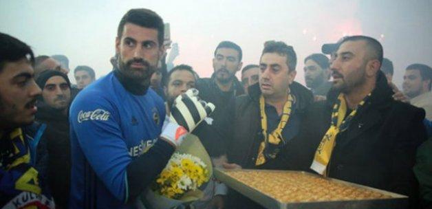 Fenerbahçeli futbolculara derbi öncesi baklava dopingi
